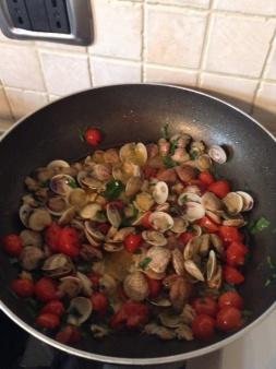 condimento vongole e pomodorini per spaghetti
