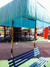 Panchina con ombrellone