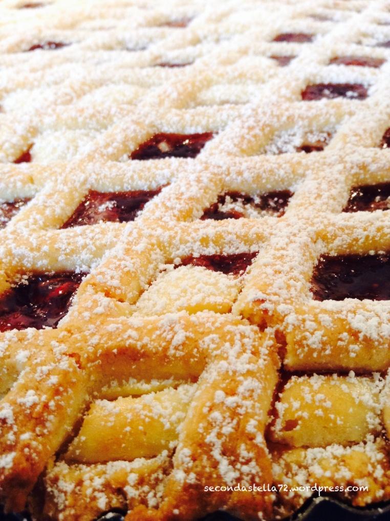 Crostata con marmellata di fragole e ricotta