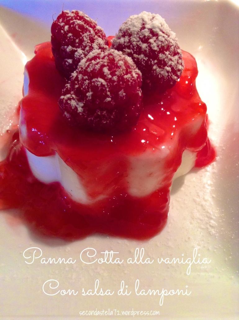 panna cotta alla vaniglia con salsa di lamponi