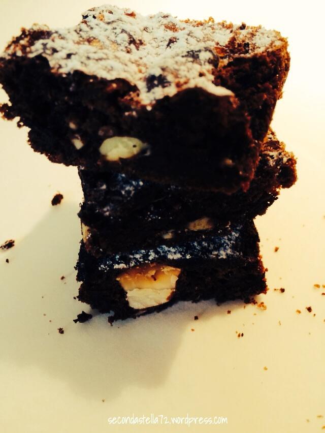 Brownies triplo cioccolato e mandorle