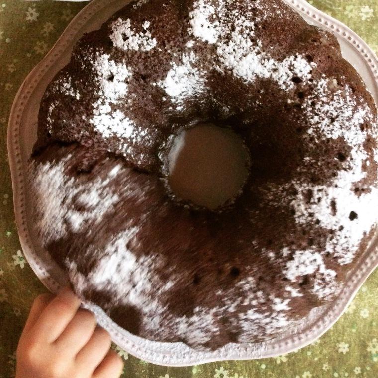 Ciambella morbida al cioccolato nocciolato e pere