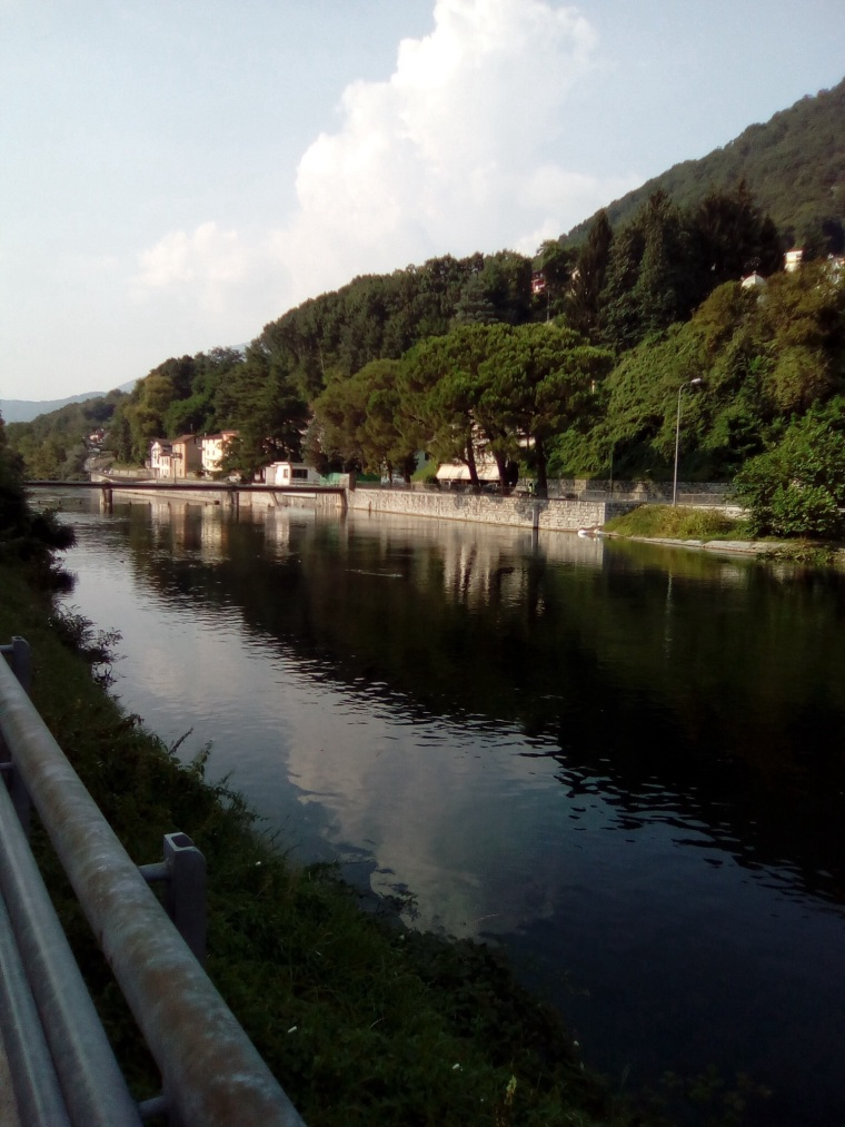 Lungo fiume Tresa