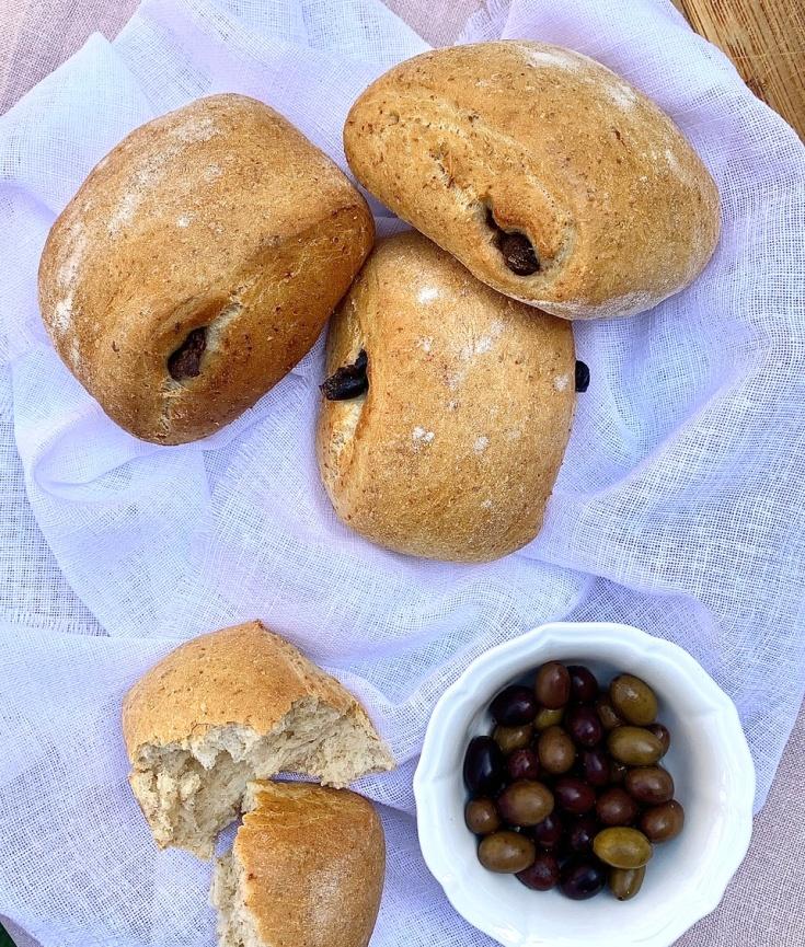 Pagnottine semi-integrali con olive taggiasche