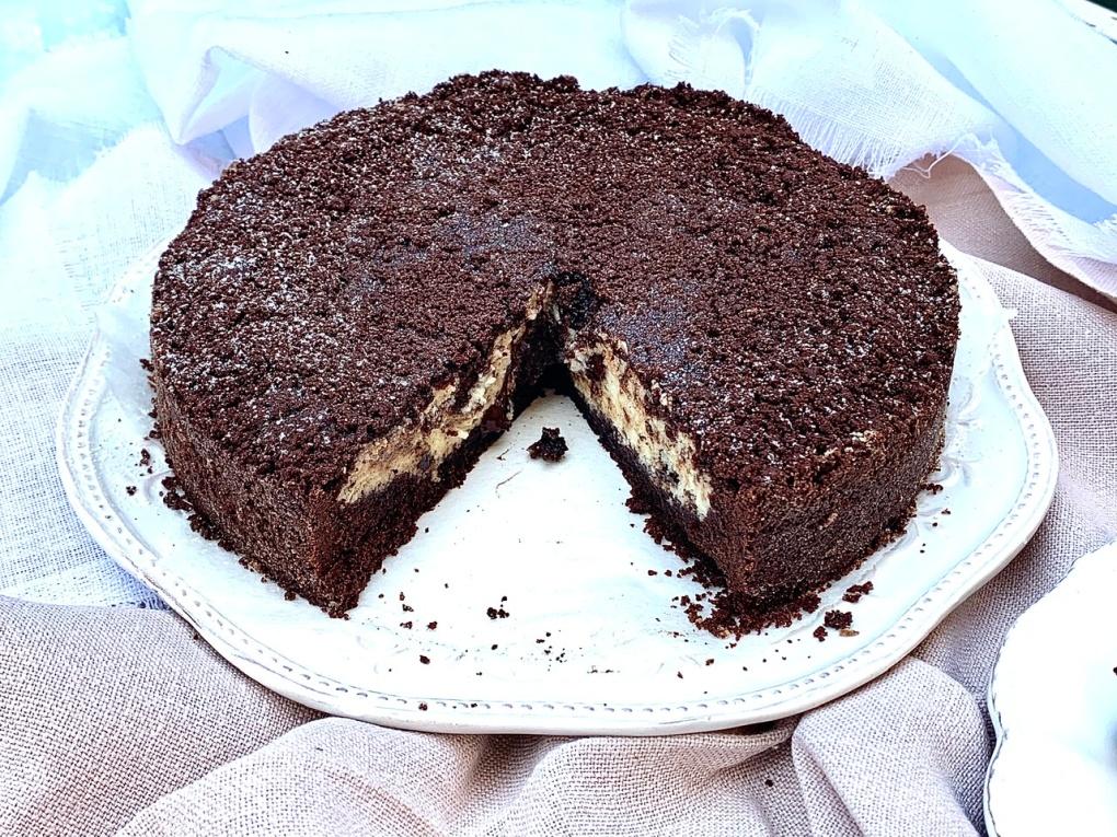 Torta sbriciolata al cacao con ricotta e scaglie di cioccolato