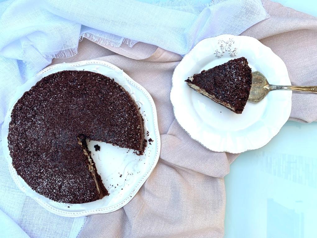Torta sbriciolata al cacao con ricotta e scaglie di cioccolato fondente