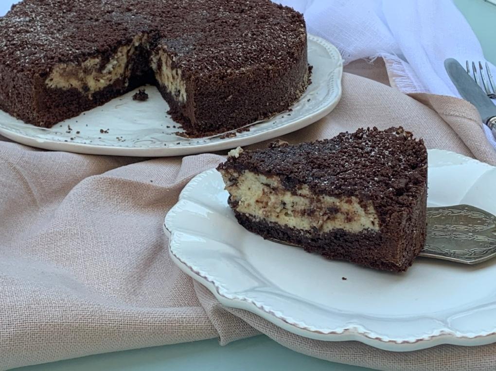 Torta sbriciolata al cacao con ricotta e gocce di cioccolato fondente